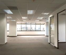 Baltos naujo ofiso sienos